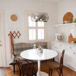ghế sofa nhỏ kết hợp bàn ăn trong phòng bếp