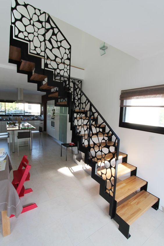 mẫu cầu thang đẹp cho nhà ống 11