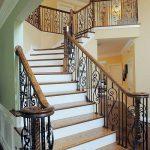 mẫu thiết kế cầu thang đẹp được làm từ gỗ sắt kính inox 24