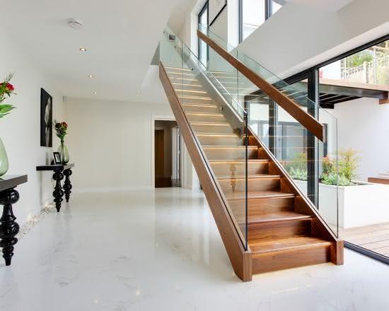 mẫu thiết kế cầu thang gỗ đẹp 10