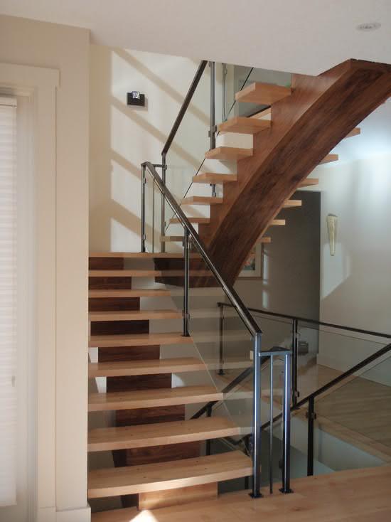 mẫu thiết kế cầu thang gỗ đẹp 11