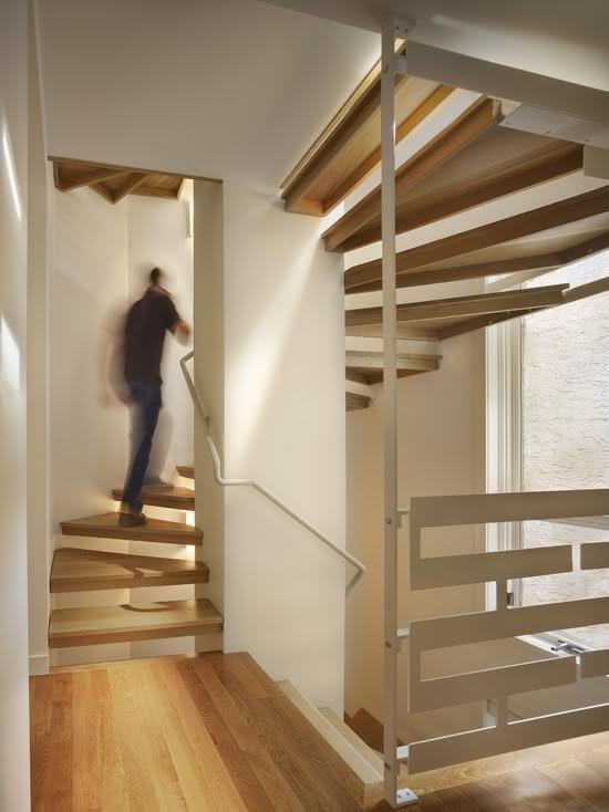 mẫu thiết kế cầu thang gỗ đẹp 23