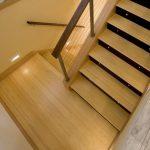 mẫu thiết kế cầu thang gỗ đẹp 24