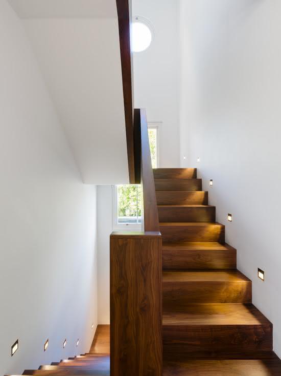 mẫu thiết kế cầu thang gỗ đẹp 5