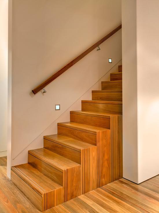 mẫu thiết kế cầu thang gỗ đẹp 8