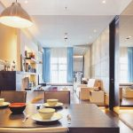 thiết kế căn hộ nhỏ đẹp sử dụng các bề mặt phản quang
