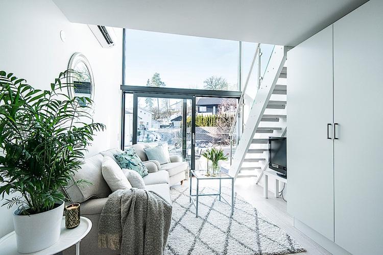 thiết kế căn hộ nhỏ đẹp sử dụng màu trắng và kính