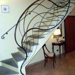 mẫu thiết kế cầu thang đẹp được làm từ gỗ sắt kính inox 4
