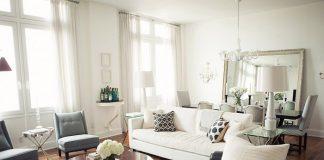 Sử dụng ghế sofa nhỏ để ngăn phòng khách và bếp ăn