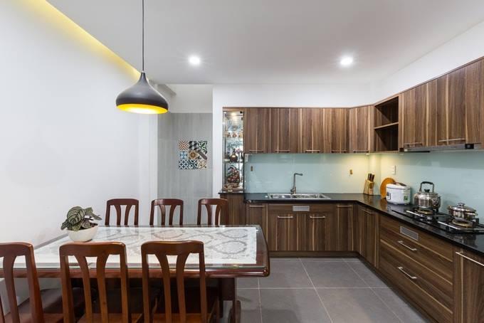 Phòng bếp tầng 1 mẫu nhà ống 4 tầng đẹp