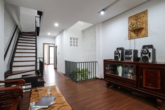Phòng khách tầng 2 nhà ống đẹp 4 tầng