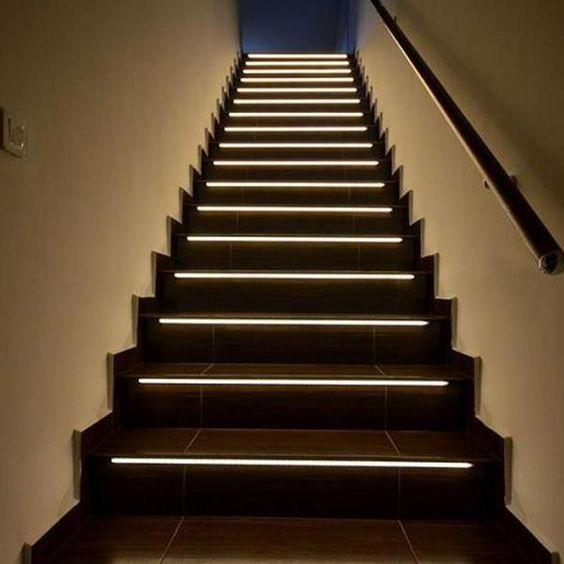 đèn trang trí ở bậc cầu thang