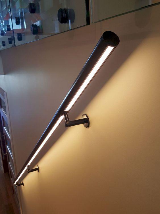 đèn trang trí ở tay vịn cầu thang